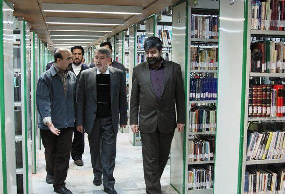 مشاور رییس جمهور از کتابخانه های باهنر و آستان قدس در مشهد بازدید کرد